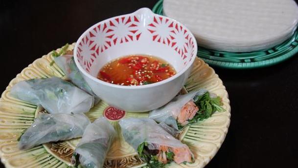 Friske forårsruller med sauce