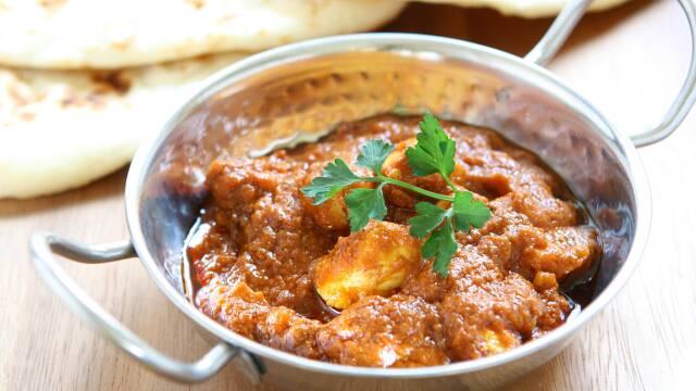 Billede af Chicken Vindaloo i skål med naan
