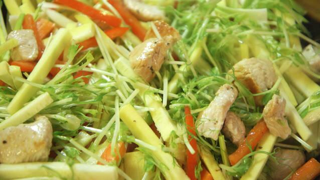 Nem wok med grøntsager og kalkun