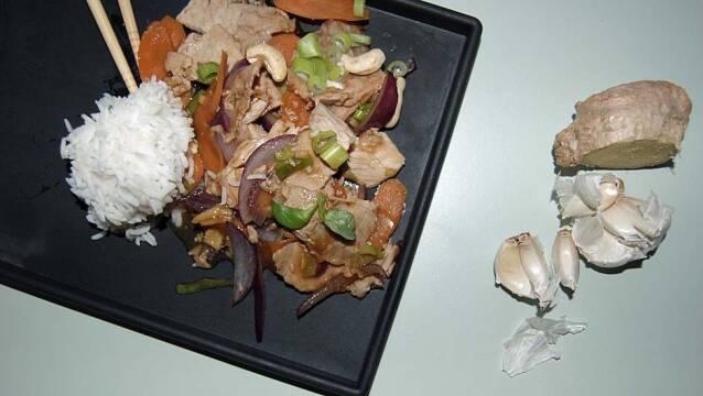 Kinesisk ret med flæskesteg og ris