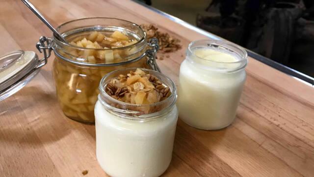 Glas med yoghurt og granola