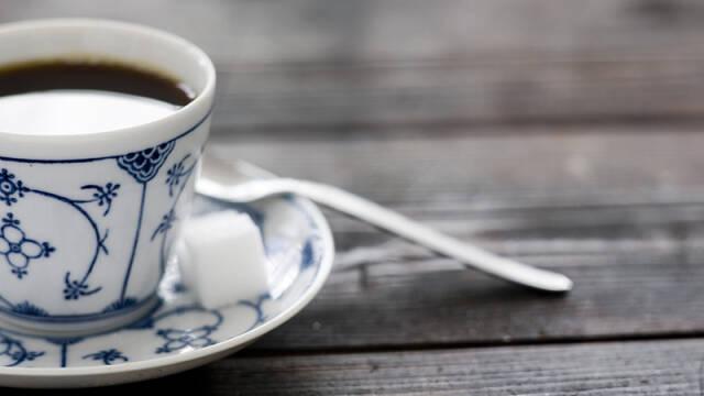 kop kaffe på bord