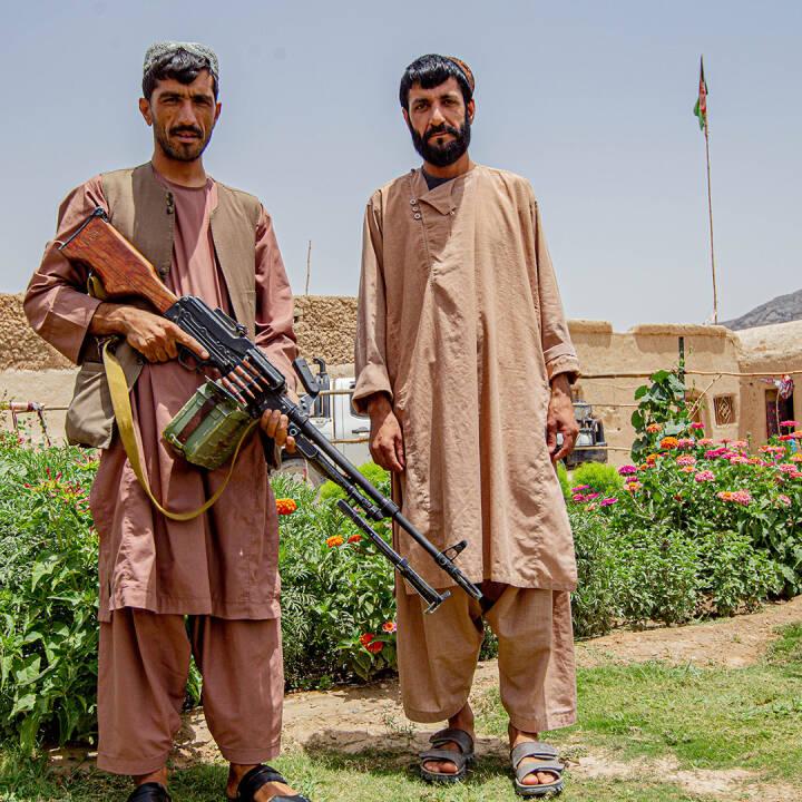 1:6 - Kalashnikovs og klipklappere