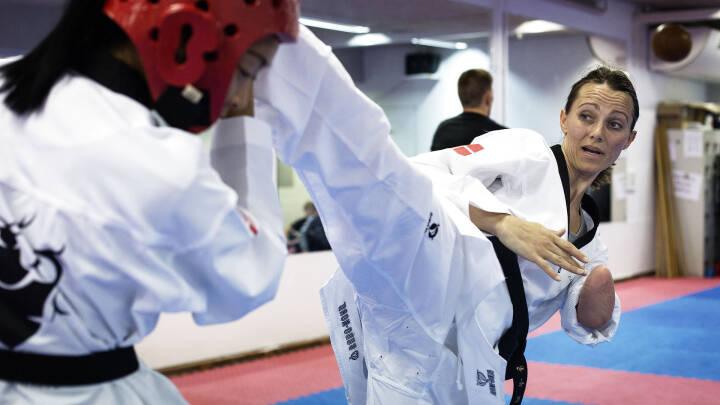 Lisa fik amputeret hånden - så tændte en drøm om en plads til PL i taekwondo: 'Jeg går efter guldet'