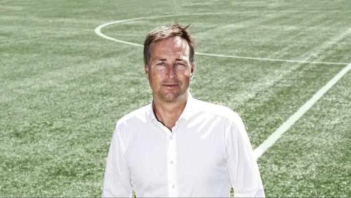 Landstrænerens første dag i rampelyset: 'Jeg er bare en bonderøv fra Djursland, som brænder for fodbold'