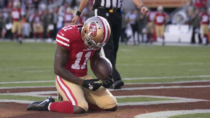Han gik på knæ, da sønnen døde: Nu er NFL-lyn symbolet på amerikanske atleters corona-dilemma