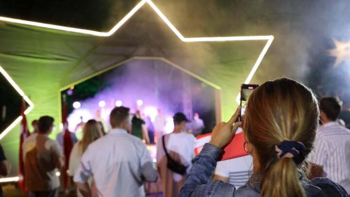 'Det lugter lidt af skov': Smukfest blev genskabt på 30 gange 30 meter