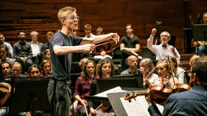 DR går på jagt efter unge med en dirigent i maven
