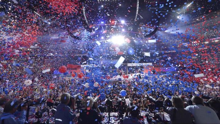 Fire dage langt 'zoom-show' skyder politisk kamp i gang i USA