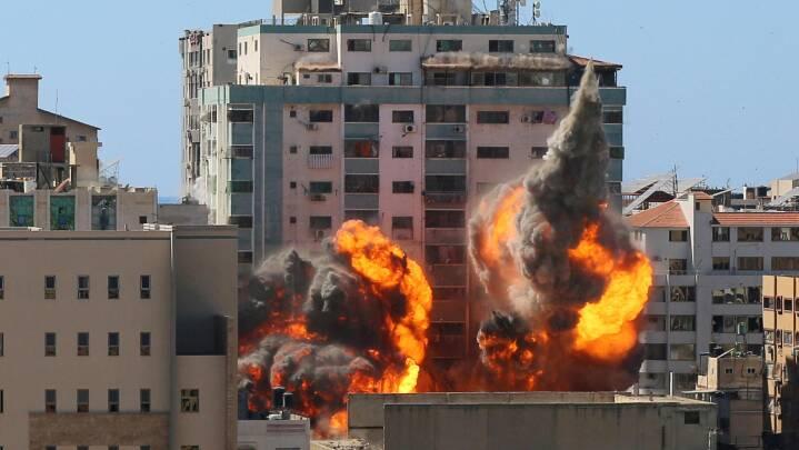 Bombet mediebygning i Gaza blev brugt af Hamas til at blokere for missilforsvar, siger Israel