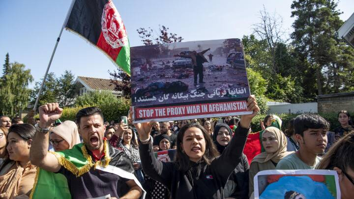 Demonstration foran flere ambassader: 'USA og Pakistan støtter talibanere'