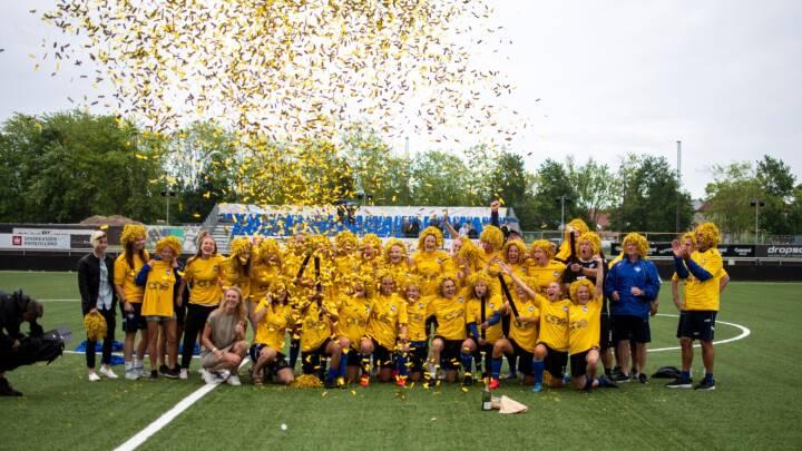 Fra Serie 2 til Liga på tre år: Fodbold lærer piger, 'man ikke dør af at lave fejl'