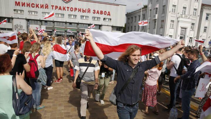 Lukasjenko fik flag ændret i 1995: Nu er Hviderusland klædt i rødt og hvidt