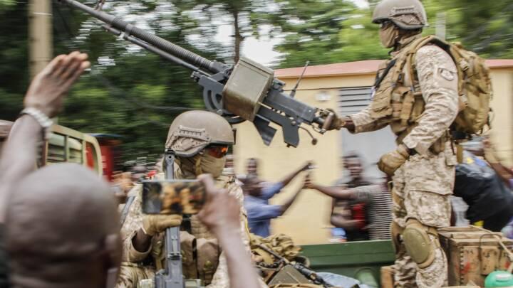 Malis præsident trækker sig - kupmagere lover at overdrage magten