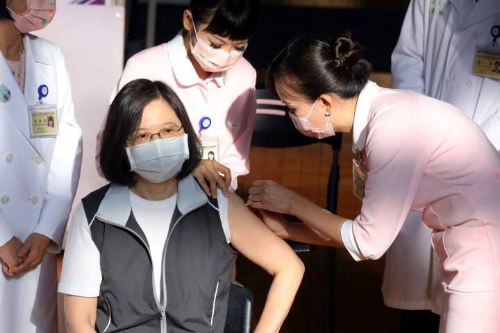 Præsident fik første stik med vaccine udviklet i Taiwan
