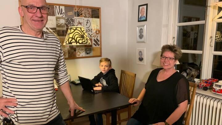 Sløjt internet giver problemer på danskernes hjemmekontor: Familien Skovbo bliver kastet af konstant