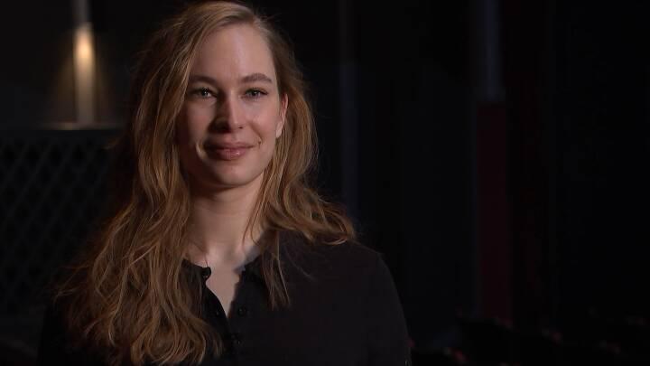I aften spiller Line for virtuelle teatergæster: 'Det er fedt at vide, vi har et publikum'
