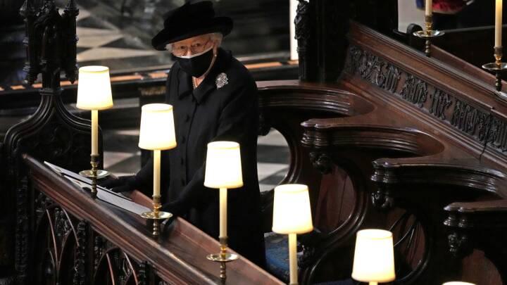 Nu er dronning Elizabeth alene - hvad stiller briterne op med Charles?