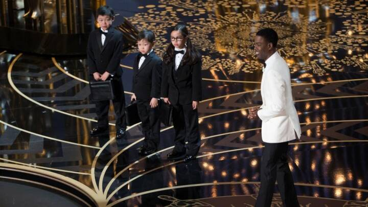 Endnu en racebommert rammer prisshow: Oscar undskylder asiater-jokes