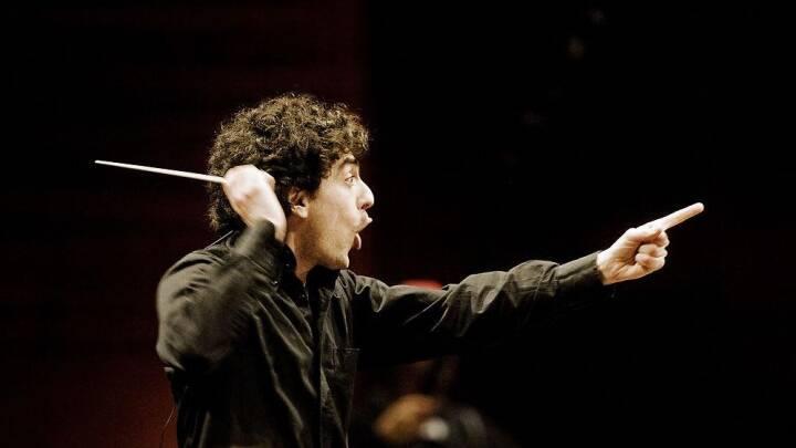 Behøver der virkelig at stå én og fægte med sin dirigentstok.. Her er forklaringen!