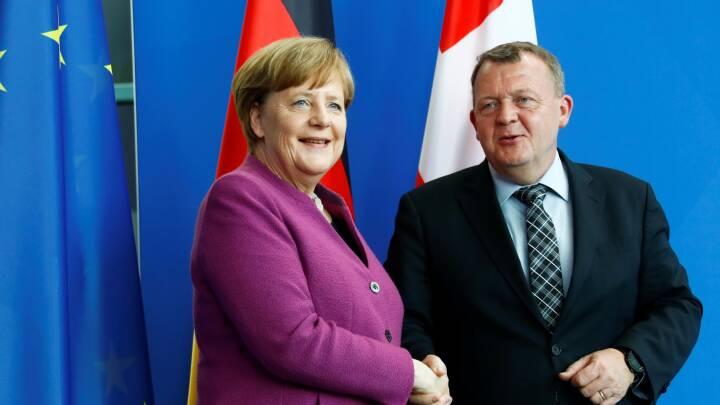 Løkke og Merkel mødes: Varm politisk kartoffel på bordet