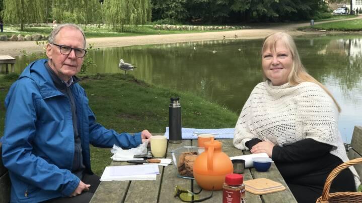 Timelange samtaler i solskin: Danskerne tog sig tiden til at lytte, forklare og forstå
