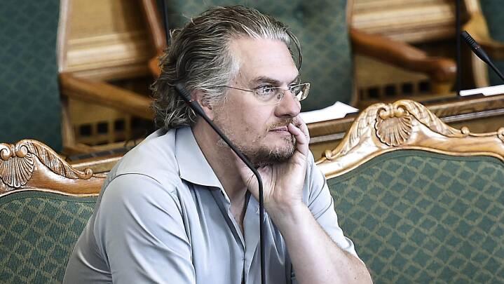 Henrik Dahl undskylder, men står ved kritik: 'Der står præcis det i den, der skal stå'