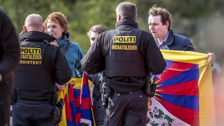 Milliondyr kommission trækker ud: Lang udsigt til nyt om Tibet-flag og kinesiske statsbesøg