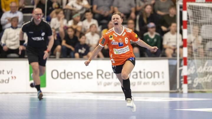 Landsholdsfløj vinder kapløb mod haluret og sikrer Odense EHF Cup-sejr i sidste sekund