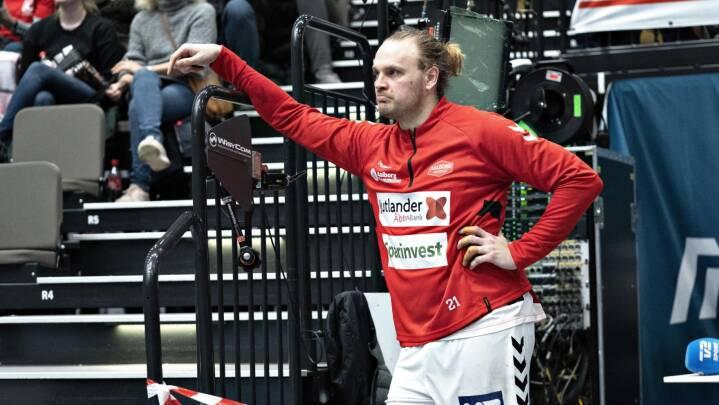 Når Møllgaard ikke kan træne, må han kaste rundt med børnene: 'Ingen håber, at vi skal på sommerferie nu'