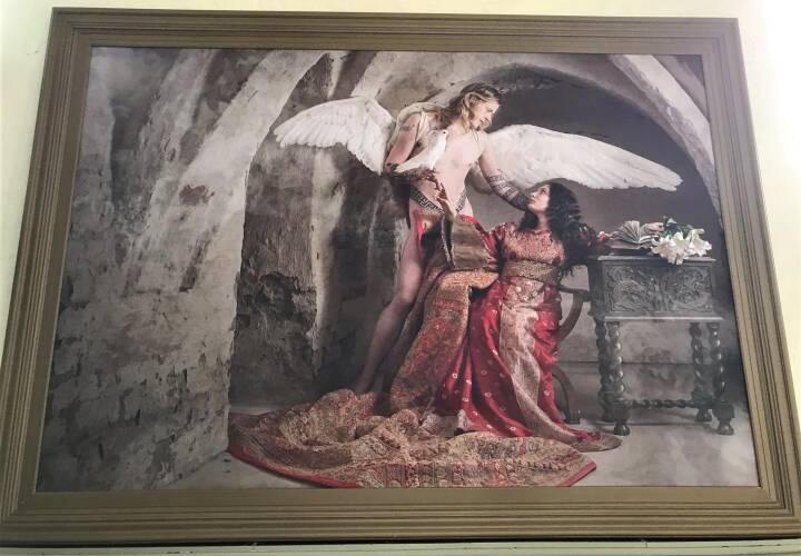 Jim Lyngvilds Kunst Traekker Folk I Kirken Men Vil Menighedsradet Lade Lesbisk Hor Og Kunstige Negle Blive Haengende Fyn Dr