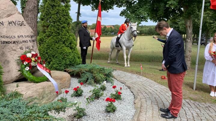 Legendarisk hvid hest får hyldest: 'Lille skridt for hesten - stort skridt for Danmark'