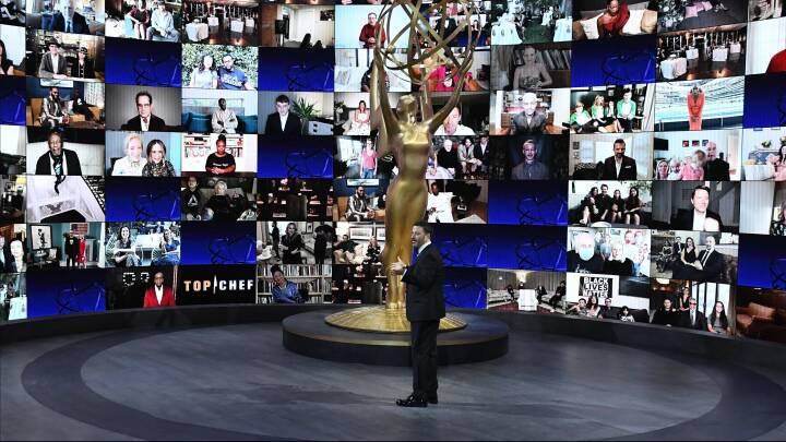 Beskyttelsesdragter og en mennesketom sal: Her er 5 højdepunkter fra en meget anderledes Emmy-uddeling