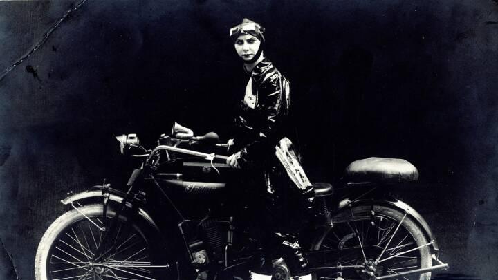 Døde foran 8.000 tilskuere: Danmarks første film-stuntkvinde blev verdensberømt for vilde actionfilm