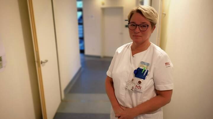 Smitten stiger: Hospitaler tvinger sygeplejersker ind i coronaberedskab med tre dages varsel