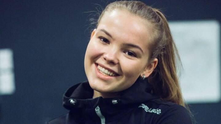 21-årige Laura er kronisk lungesyg: Jeg står forrest i vaccinekøen og råber 'ta' mig'