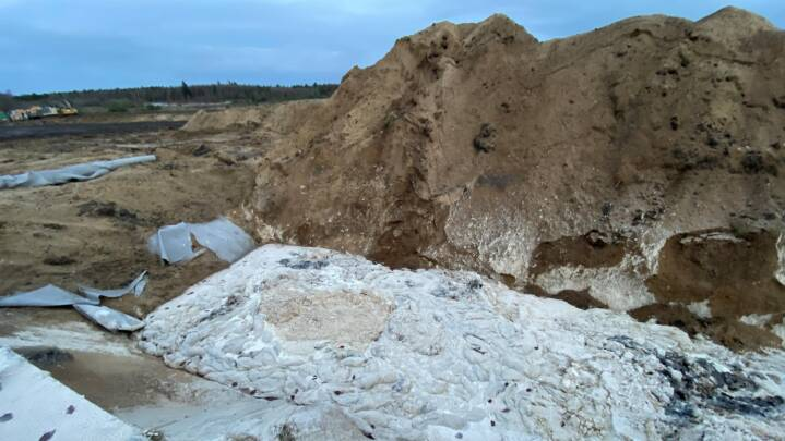 Risiko for grundvandsforurening: Notat anbefaler overdækning af minkgrave