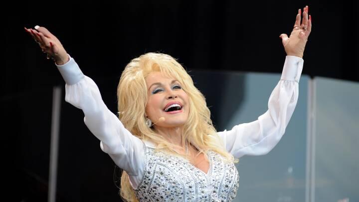 Den 'kunstige' countrydronning fylder 75: Her 6 ting, du (måske) ikke vidste om Dolly Parton