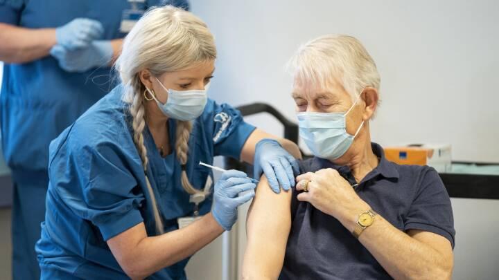 Derfor fører Danmark vaccine-ræset i EU: Tyskerne sender prøvesvar med fax, og Holland mangler register