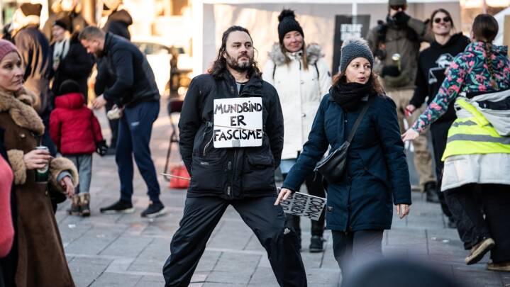 Demonstration på Rådhuspladsen i dag: 'Mundbind er fascisme'