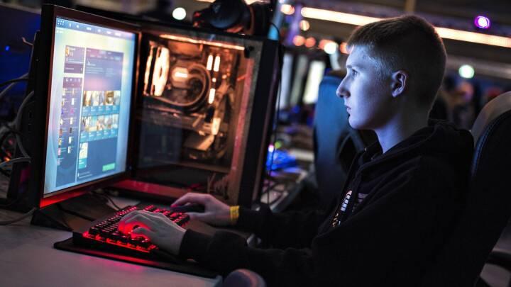 Ny e-sportsuddannelse skal lokke flere unge på skolebænken