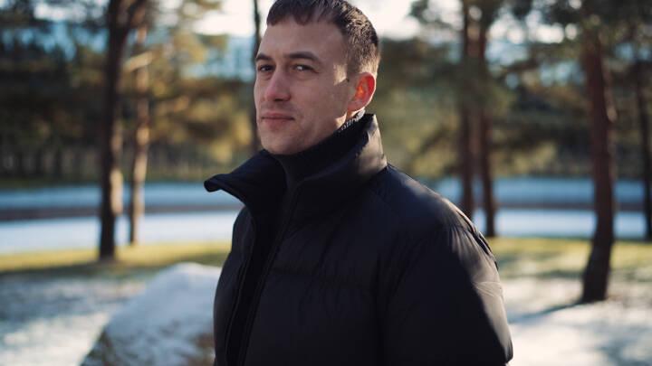 Oscar på 25 har hovedrollen i Danmarks nye action-serie: 'Jeg vågnede op hver dag med noget nyt, der gjorde ondt'
