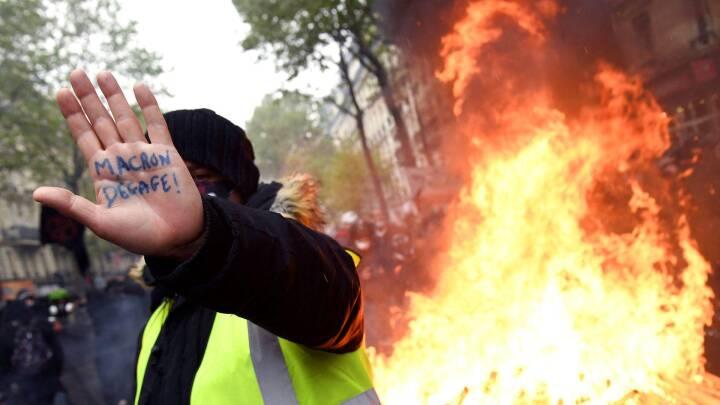 1. maj i billeder: Røde faner, coronaskeptikere og gadekampe over hele verden