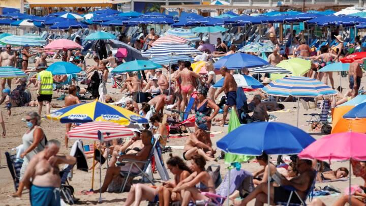 Tager smitten med hjem fra ferie: Otte procent er blevet smittet i Spanien