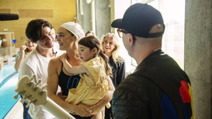 Frem med lommetørklædet: Jeanette, Viktor og Cecilie rørt af overraskelse i OL-musikvideo