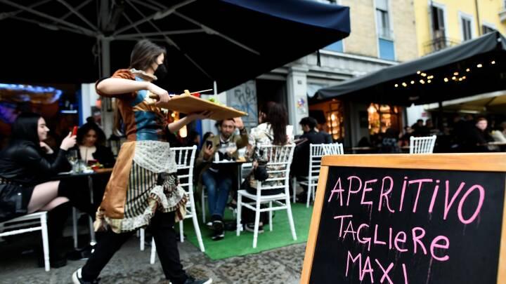 """Nu skal italienerne have """"grønt lys"""" for at gå på bar og restaurant"""