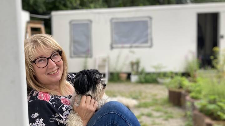 Jenna bor i en skurvogn: - At leve midt i naturen giver bare en kæmpe ro