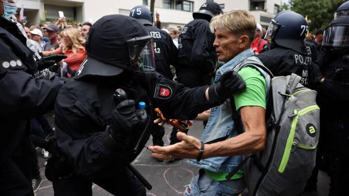 Flere anholdt ved demonstrationer mod coronarestriktioner i Berlin