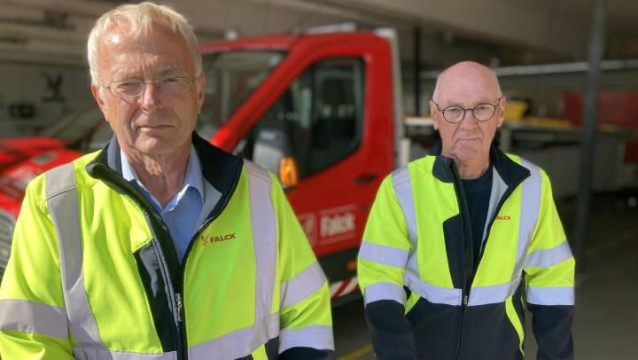John og John kører med de døde for Falck: Antallet af seniorer i arbejde stiger