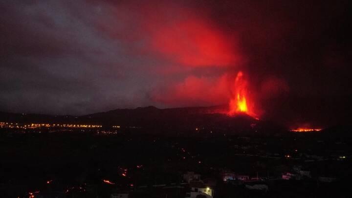 Se videoen: Lava sprøjter stadig ud af vulkan på kanarisk ø